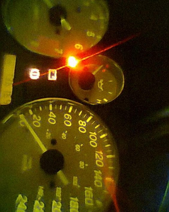 Low oil pressure warning LED